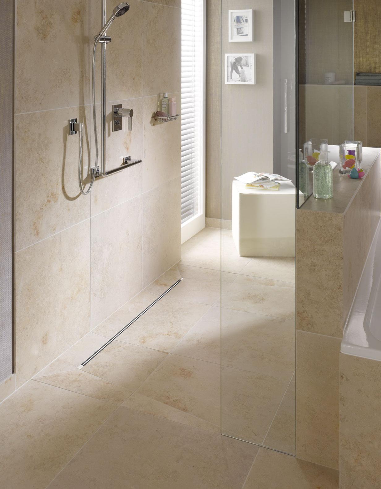 Bodentiefe Dusche mit edlen Marken Bedienelementen