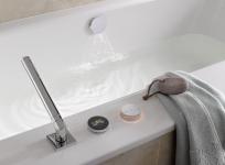 Neue Badewanne mit digitalem Thermostat
